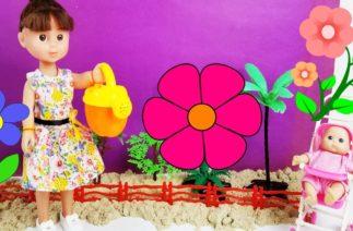 Bahçeye Çiçek Ekme Oyunu Oynuyoruz Oyuncak Bebekler ile Komik Eğlenceli