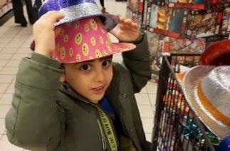 Efe markette alışveriş yaparken bütün şapkaları kafasına taktı. Çok Komik oldu.