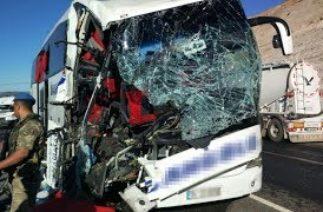 Elazığ'da trafik kazası: 1 ölü, 20 yaralı