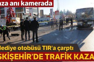 Eskişehir'de Trafik Kazası: Belediye Otobüsünün TIR'a Çarpma Anı Kamerada