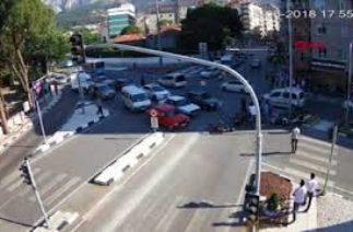 Manisa'da trafik kazaları mobese kameralarına takıldı