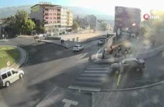 Kahramanmaraş'ta Trafik kazaları MOBESE kameralarına yansıdı