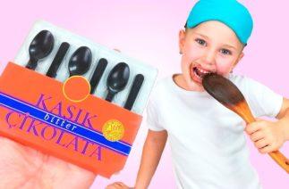 Melisa Kaşık Çikolata Yedi.Çikolatayı Yerken Babası Çok Komik Çikolata Şakası Yaptı.Funny Video