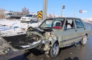 Sivas'ta Trafik Kazası, İki Araç Çarpıştı: 3'ü Çocuk 5 Yaralı