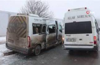 Sivas'ta Trafik Kazası, İki İşçi Servisi Çarpıştı: 10 Yaralı