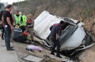 Amasya'da Trafik Kazası, Minibüs Yağmur Suyu Kanalına Yuvarlandı; 2 Ölü