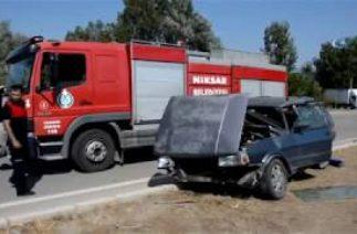 Niksar'da Trafik Kazası, Otomobiller Çarpıştı: 1 Ölü, 3'ü Çocuk 8 Yaralı