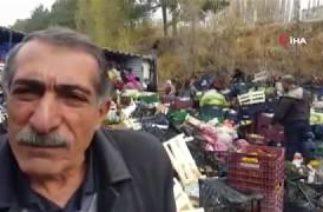 Edremit'te Trafik Kazası! Meyve Yüklü Kamyon Devrildi, Meyveler Yola Dağıldı