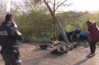 Kocaeli Başiskele'de Trafik Kazası, Otomobil Elektrik Direğine Saplandı; 3 Ölü