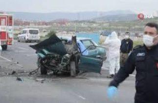 İzmir'de kamyon ile otomobil çarpıştı