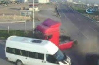 Hatay'daki trafik kazaları kamerada Hatayinternettv.com