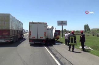 Kayseri'de Trafik Kazası! Kamyon İle Tırın Çarpıştı, Yaralılar Var