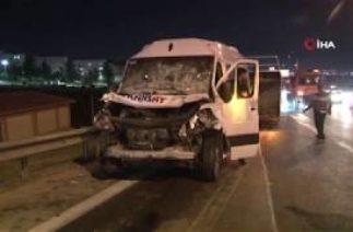 İzmir Bayraklı'da Trafik Kazası, İşçi Servisi Seyir Halindeki Kamyona Arkadan Çarptı