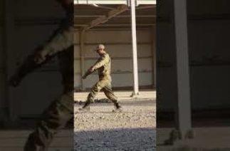 Acemi Askerin Yürüyüş Eğitimi (komik)