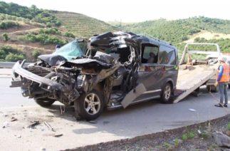 Transit kamyona arkadan çarptı; 2'si ağır 4 yaralı