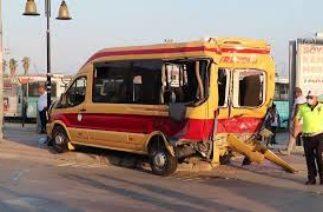 Belediye otobüsünün zincirleme trafik kazası kamerada: 6 yaralı