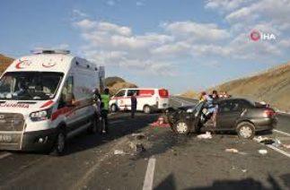 Erzincan'da Trafik Kazası 2 Ölü, 4 Yaralı