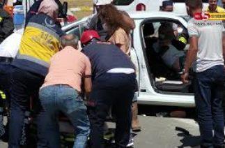 Seydişehir Antalya Yolu Muradiye Kavşağında Trafik Kazası 4 Yaralı