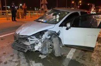 Karabük'te Trafik Kazası; Otomobil Aydınlatma Direğine Çarptı
