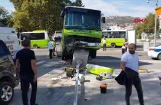 Kocaeli'de 7 kişinin yaralandığı kaza anı kameraya yansıdı