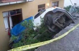Niksar'da Trafik Kazası, Kontrolden Çıkan Kamyonet Eve Çarptı