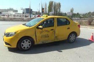 #yenihastanekavşağı #kaza #bilecik HASTANE KAVŞAĞINDA TRAFİK KAZASI, 2 KİŞİ YARALANDI