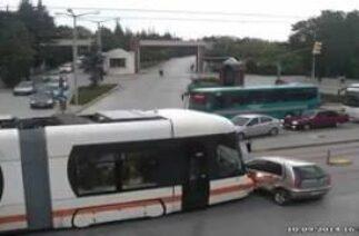 Eskişehir'de Mobese kameralarına yansıyan kaza görüntüleri