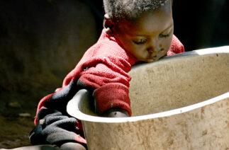 Afrika hep en yoksul