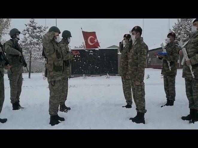 Azerbaycan askerleri kış tatbikatı için Kars'ta