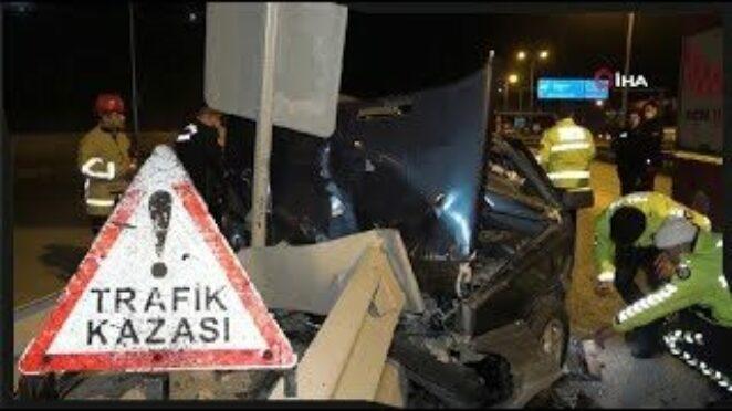 Kırıkkale'de Trafik Kazası, Otomobil Refüje Ok Gibi Saplandı, 2 Kişi Ölümden Döndü