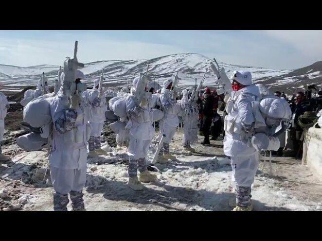 Azerbaycan-Türkiye ortak tatbikatında Türk komandolarından Komando Andı