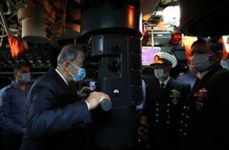 Milli Savunma Bakanı Hulusi Akar ve TSK Komuta Kademesi TCG GÜR Denizaltısı'nı ziyaret etti