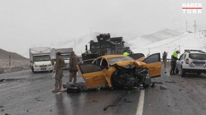 Van'da iki aracın çarpışması sonucu oluşan kazada 3 kişi yaşamını yitirdi