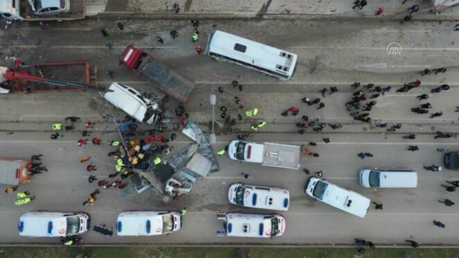 Drone / Bursa-Ankara kara yolunda zincirleme trafik kazası: 3 ölü, 21 yaralı