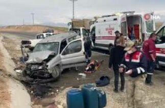 Elazığ'da trafik kazası: 4'ü çocuk 8 yaralı