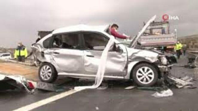 Ankara-İstanbul Otoyolu'nda trafik kazası: 4 ölü