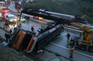 Manisa'da Karayollarına Ait Tanker Devrildi: 1 Ölü, 1 Yaralı