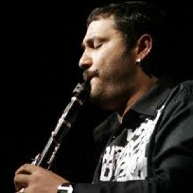Hüsnü Şenlendirici – musicTürkçe