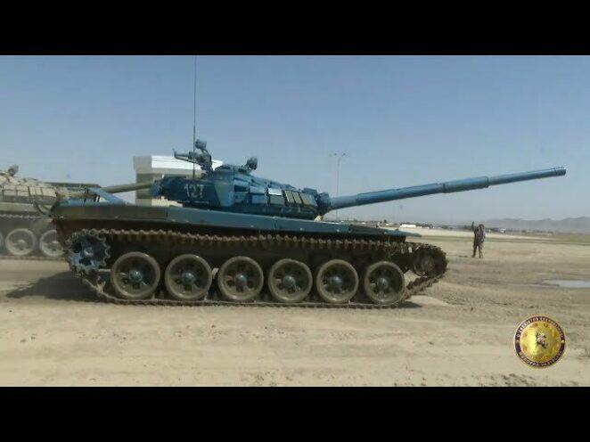 Özbekistan'da T-72 tankı ile manevra ve atış tatbikatları